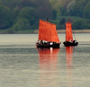 Vikingeskibe på fjorden